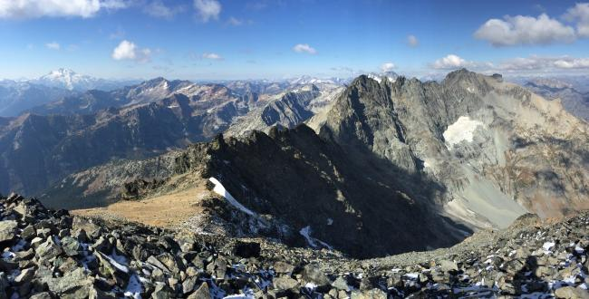 Glacier Peak and 7 Fingered Jack from the summit of Mt Maude (W7W/CH-005)